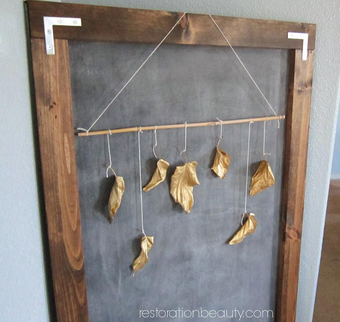 easy-fall-decor,-spray-paint-gold-leaves