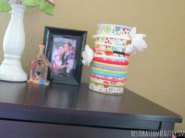 headband-organizer-from-oatmeal-container